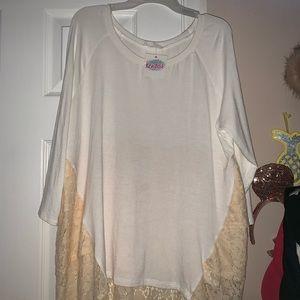 Lace-Detailed quarter sleeve blouse.